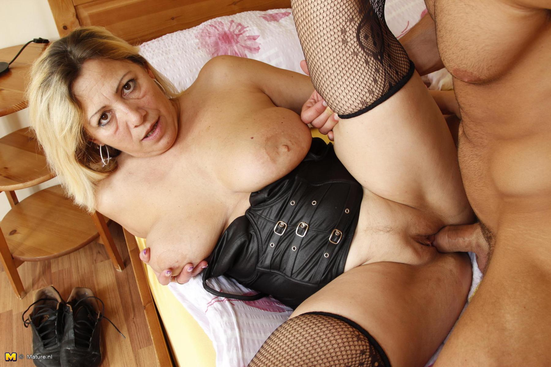 Смотреть порносо зрелыми женщинами, Порно зрелые, секс со зрелыми женщинами 18 фотография