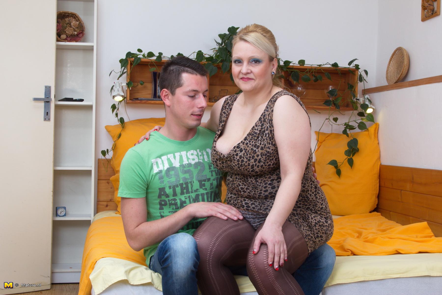 Фото сперми на зрелых женщинах, Нежные зрелые тетки обожают сперму на письке 10 фотография