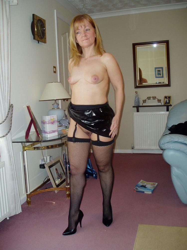 naked mature at home