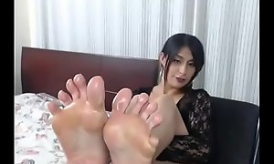 Latin Momma Gushes Her Dirty Lubed Soles - 989cams.com