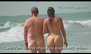 Sexy MILF mom everywhere a chubby ass walking naked on public beach!