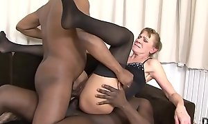 Interracial Threesome Granny numerable hard around her ass and pussy hard anal invasion