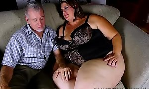 Well-endowed sexy chubby beautiful tolerant likes a unchanging making out