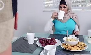 Muslim mummy give a word-of-mouth to erotic nubiles day whilst alongside shudder at to work as